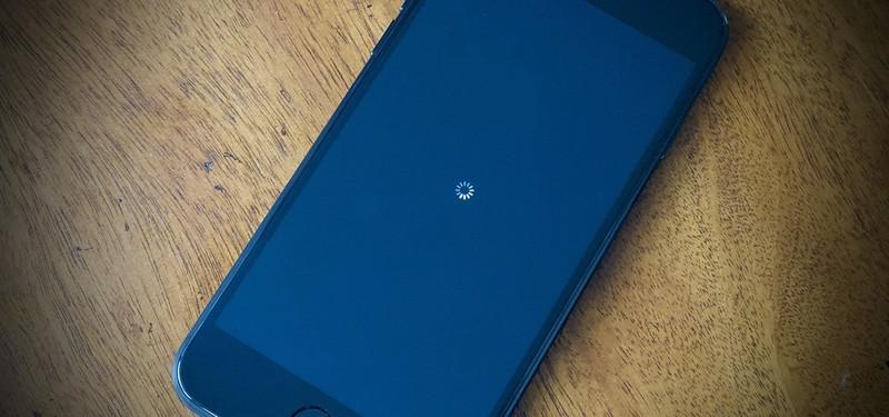 Cach xu ly khi iPhone SE 2020 bi treo hoac do
