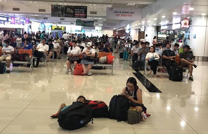 May bay trat duong bang: Kich ban nao khi 2 san bay lon cai tao, nang cap?