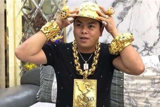Sang nay, Phuc XO hau toa doi dien muc an nao?