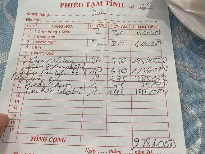 """Doi truong CLB TP.HCM to """"chat chem"""", quan Thuyen Chai bi ngung kinh doanh-Hinh-3"""