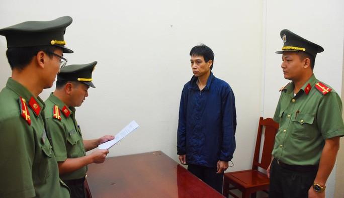 "47 bac si, dieu duong BV Tam than Thanh Hoa ""tuon"" thuoc ra ngoai ban"