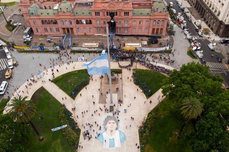 Bao loan xay ra o dam tang huyen thoai Diego Maradona