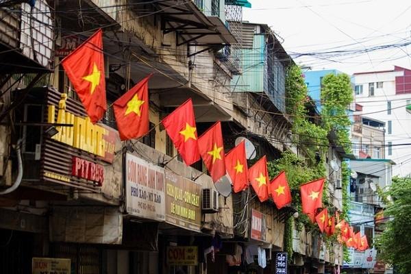 Ha Noi: Treo co To quoc chao mung Tet Duong lich 2021