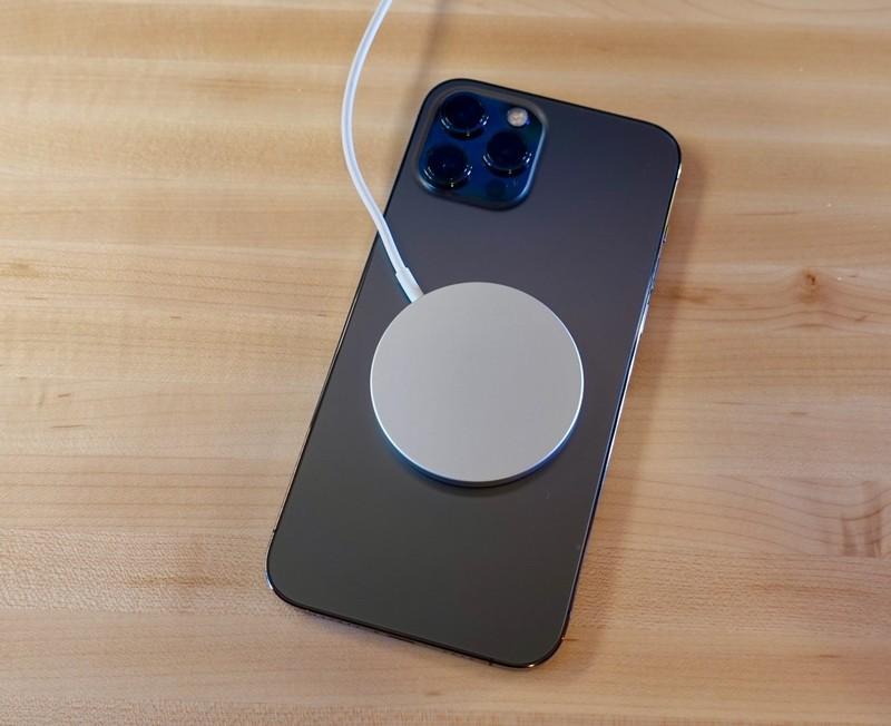 Nguoi mac benh tim khong nen dung iPhone 12