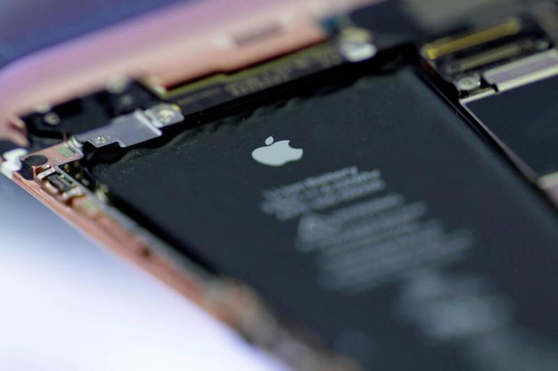 Apple tiep tuc bi kien vi... lam cham iPhone cu