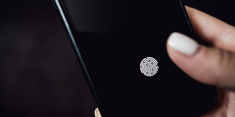 Co ca FaceID va TouchID, deo khau trang van mo duoc iPhone 13-Hinh-2