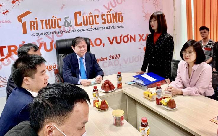 """Chu tich Phan Xuan Dung: """"Chuc can bo nhan vien Bao Tri thuc va Cuoc song Suc khoe - Lao dong miet mai - Tao nen thuong hieu""""-Hinh-2"""