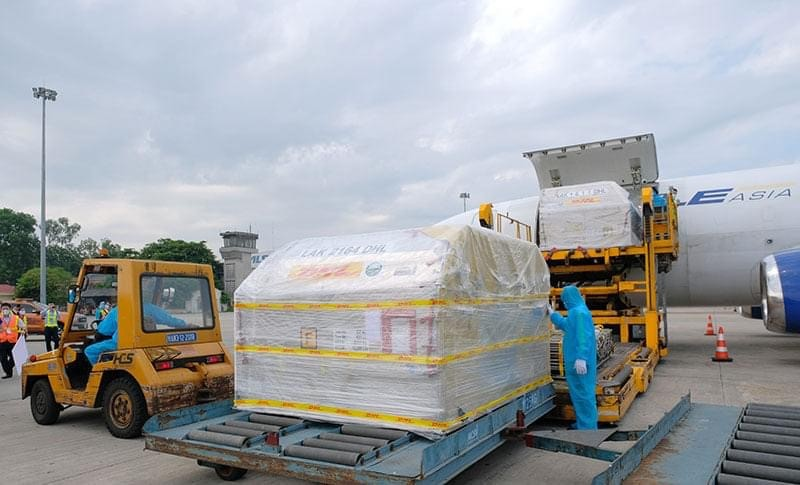 Hon 97.000 lieu vaccine Pfizer dau tien da ve Viet Nam-Hinh-2