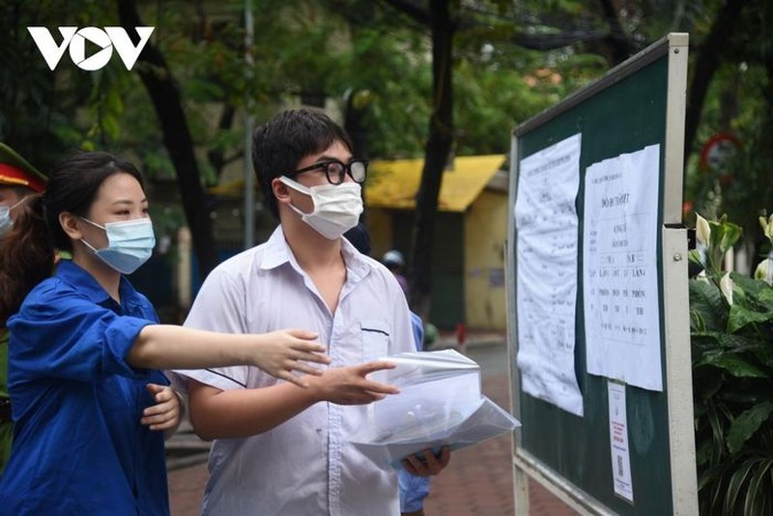 Tuyen sinh dai hoc 2021: Thi sinh bat dau thay doi nguyen vong, diem cao van lo truot