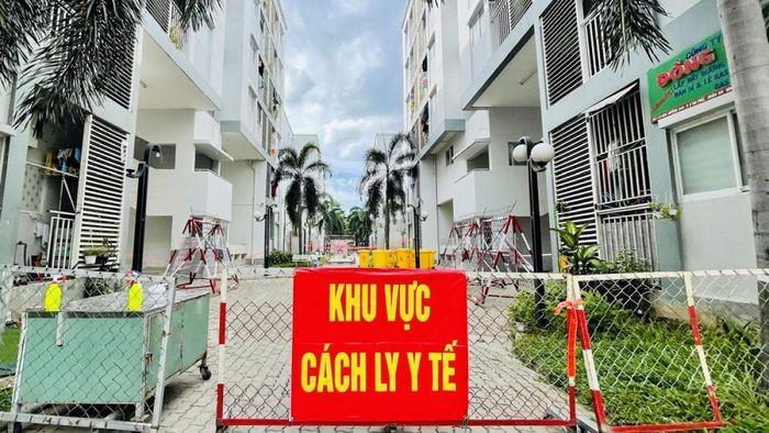 Binh Duong pha cua, khong che mot phu nu di test COVID-19