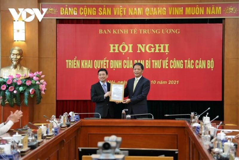 Dieu dong ong Nguyen Duy Hung lam Pho Truong Ban Kinh te Trung uong