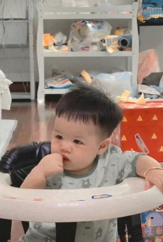 Ngoai hinh cuc yeu cua chau trai Minh Nhua, nhin thoi muon tan chay roi-Hinh-9