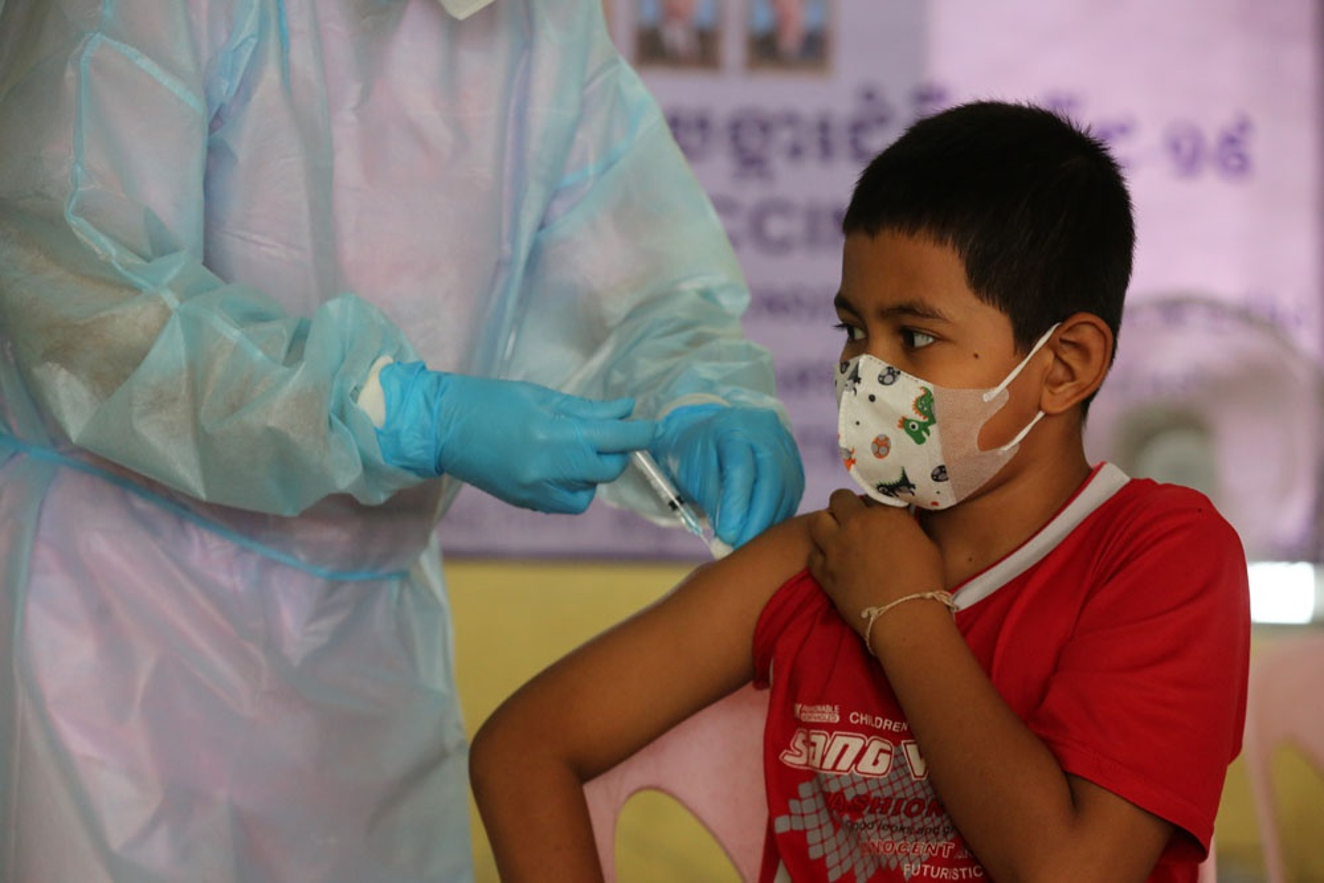 Nuoc Dong Nam A dau tien tiem vaccine Covid-19 cho tre em 6-12 tuoi-Hinh-9