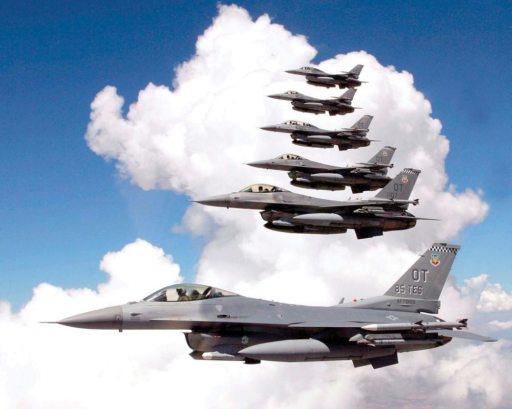 Suc manh dan tiem kich F-16 My dang dat ngay sat nach Trung Quoc-Hinh-12