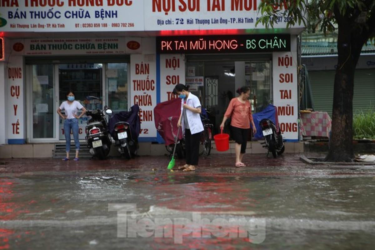 Sau 1 dem ngu day, duong pho Ha Tinh bong thanh