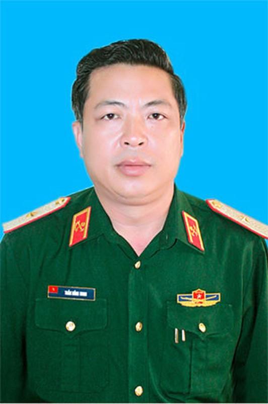Chan dung tuong quan doi vua nham chuc Bi thu tinh Cao Bang-Hinh-10