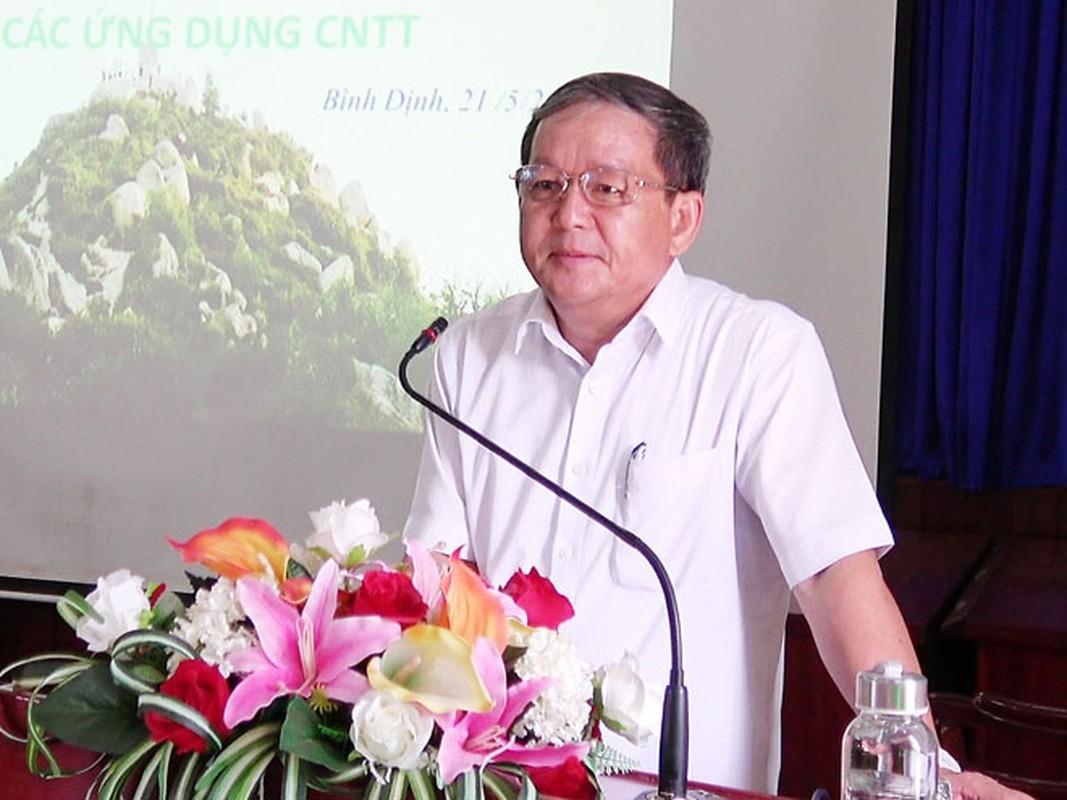 Mien nhiem Pho Cuc truong Thue Binh Dinh vi choi golf giua dich COVID-19-Hinh-2