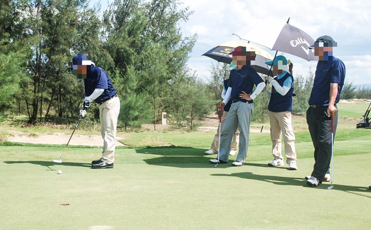 Mien nhiem Pho Cuc truong Thue Binh Dinh vi choi golf giua dich COVID-19-Hinh-7