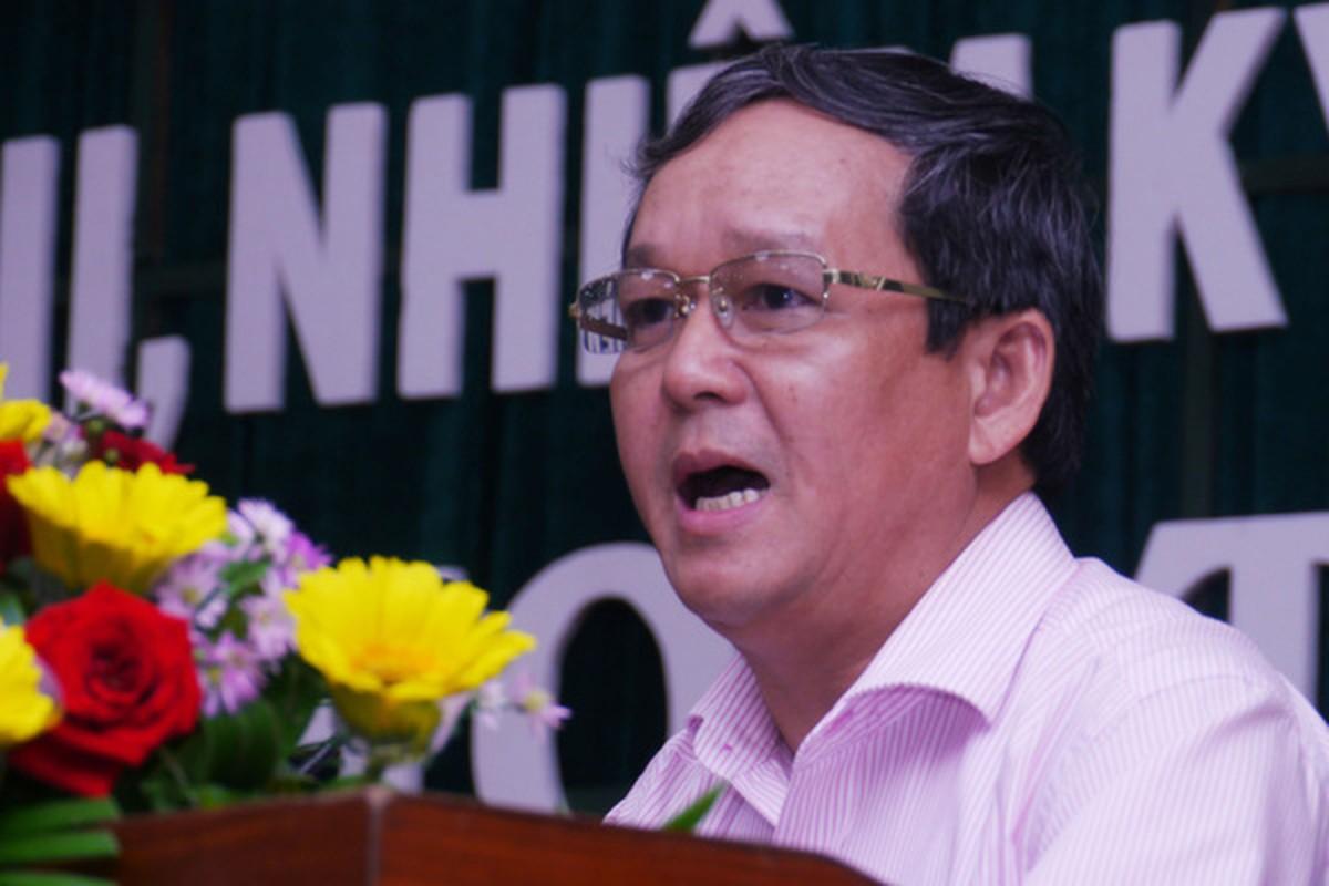 Mien nhiem Pho Cuc truong Thue Binh Dinh vi choi golf giua dich COVID-19