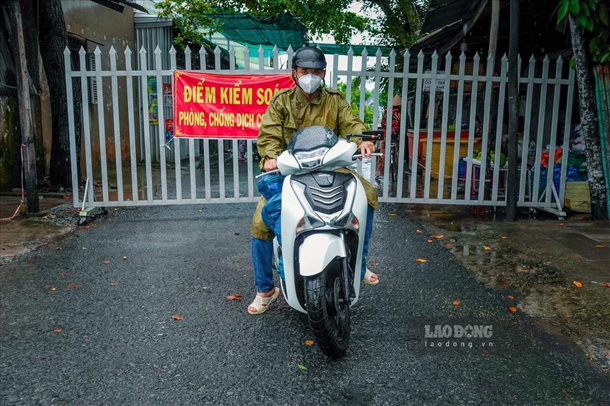 Trung uy cong an dam mua, dai nang giup dan vuot qua dai dich-Hinh-7