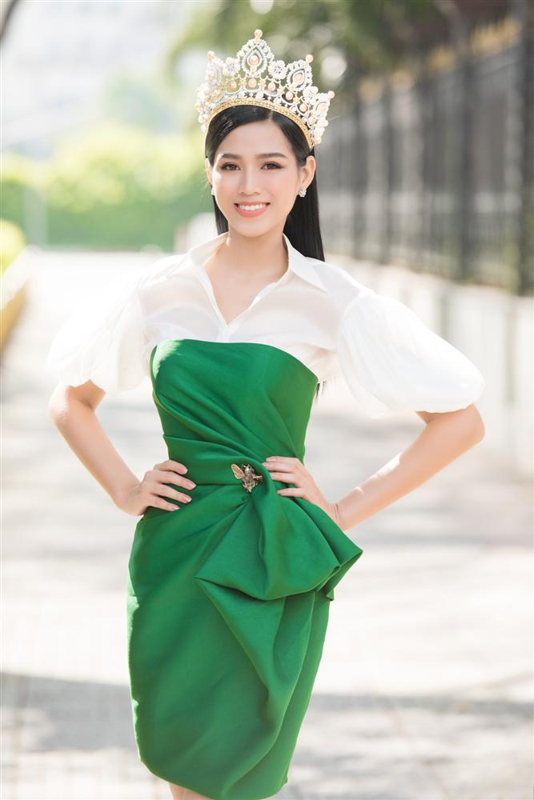 Hoa hau Viet Nam Do Thi Ha lo guong mat xuong sac khac la-Hinh-3