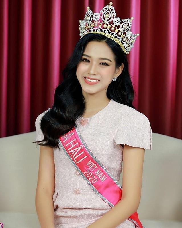 Hoa hau Viet Nam Do Thi Ha lo guong mat xuong sac khac la-Hinh-4