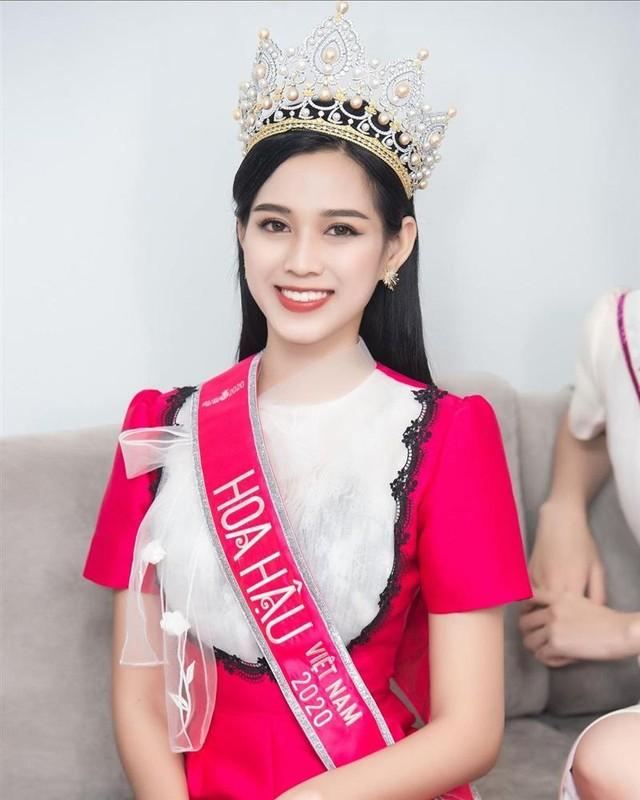 Hoa hau Viet Nam Do Thi Ha lo guong mat xuong sac khac la-Hinh-6