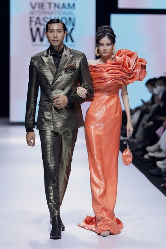 Vo Hoang Yen catwalk dinh cao nhu vu cong dang nhay mua-Hinh-8