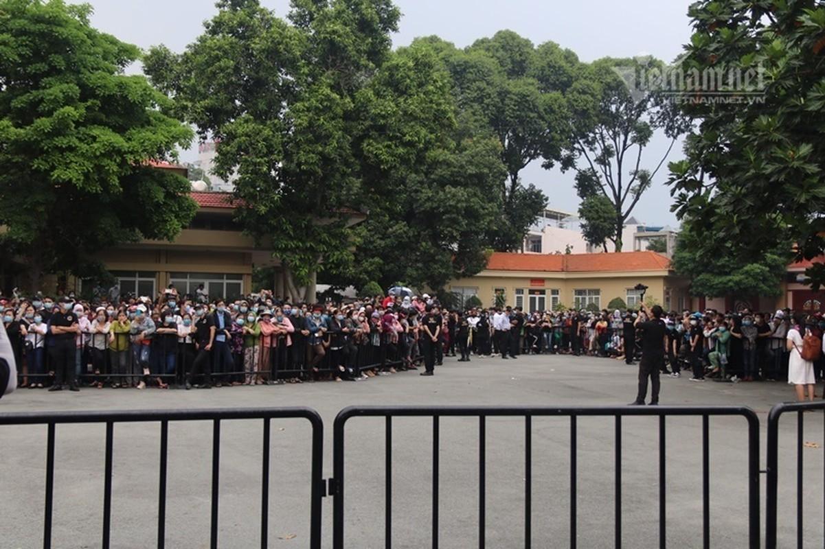 Hoai Linh len xe dan doan tang ra san bay tien biet Chi Tai