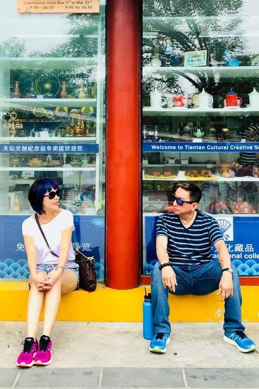 Truong Vu U60 van phong do, song hanh phuc ben vo con o My-Hinh-8