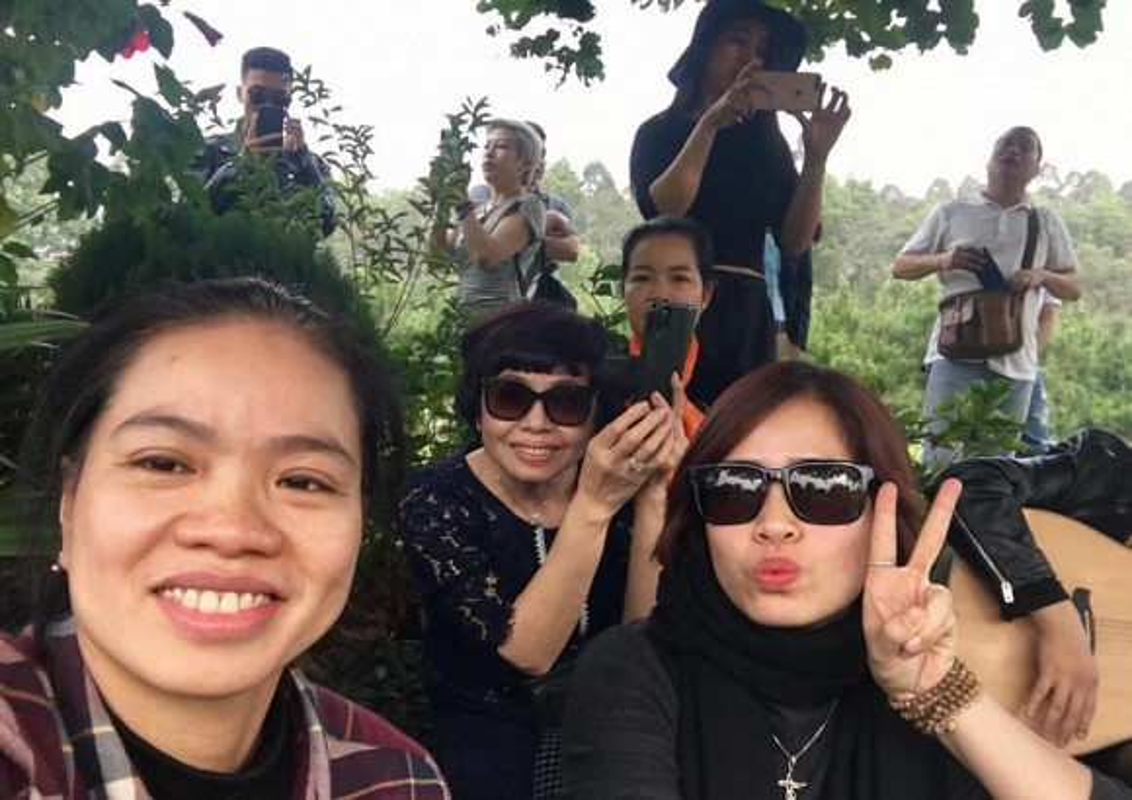 Vo con, ban be tham mo mung sinh nhat co nhac si Tran Lap-Hinh-3