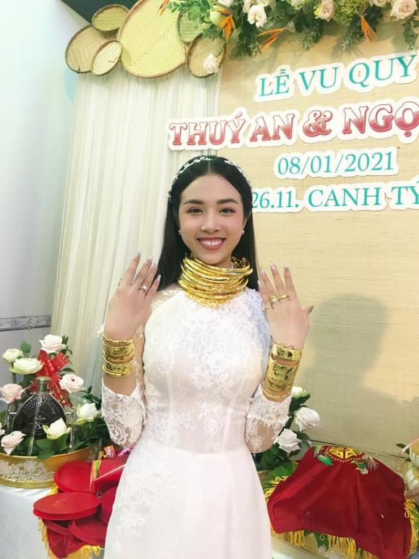 A hau Thuy An deo vang nang co van chua bang my nhan nay-Hinh-3