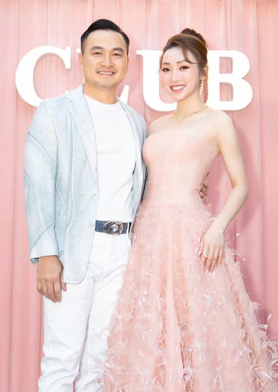 Ban gai Chi Bao mac goi cam, do sac Ngoc Trinh-Hinh-3