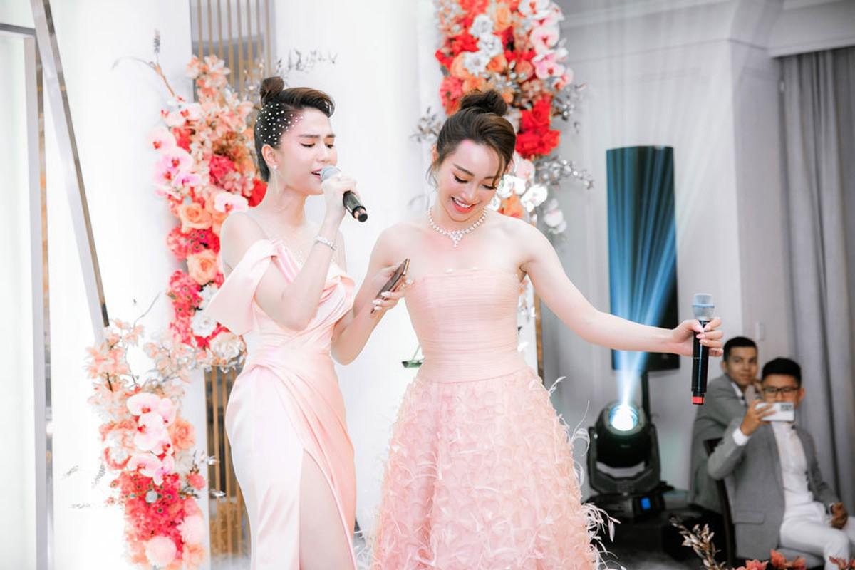 Ban gai Chi Bao mac goi cam, do sac Ngoc Trinh-Hinh-5