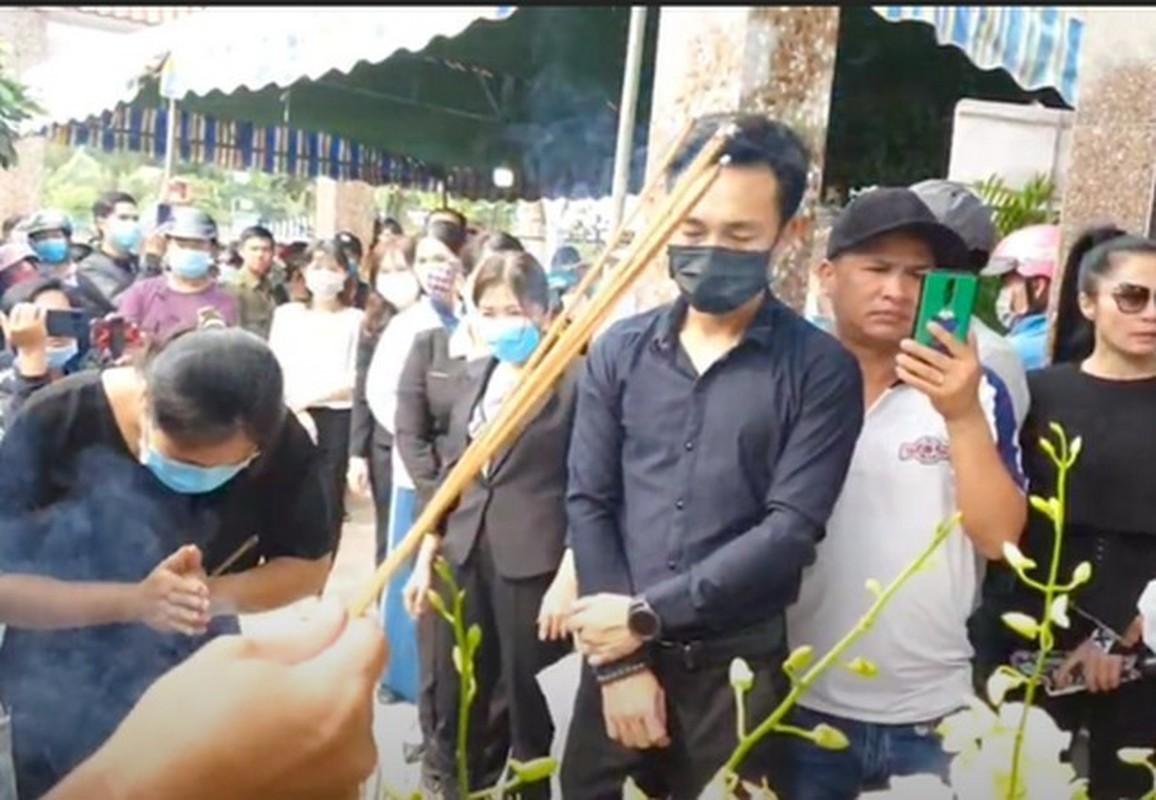 Gia dinh dau long to chuc tang le cho Van Quang Long-Hinh-7