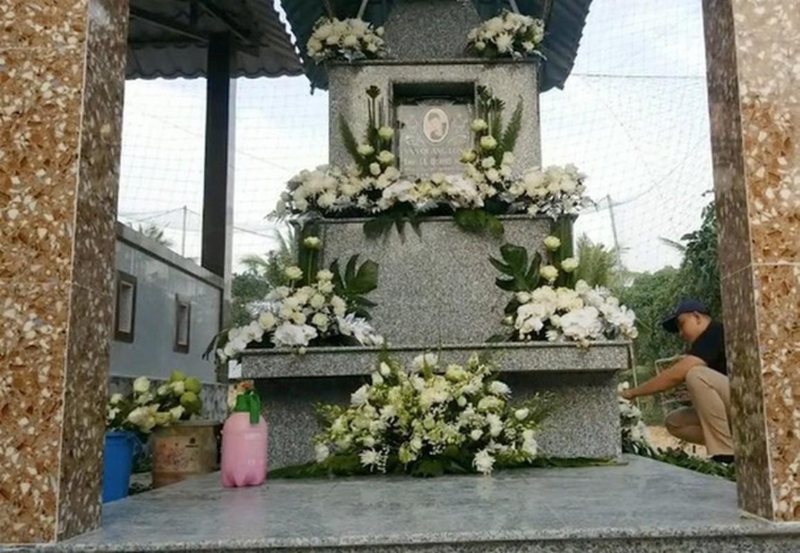 Gia dinh dau long to chuc tang le cho Van Quang Long-Hinh-9