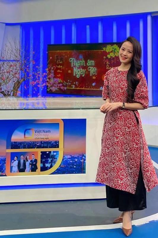 Nhan sac BTV Ngoc Bich vua len song Thoi su 19h VTV-Hinh-4