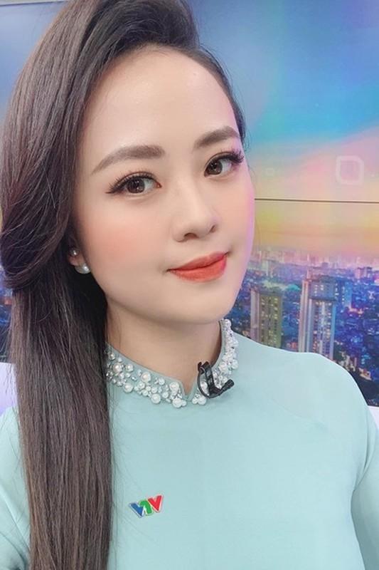 Nhan sac BTV Ngoc Bich vua len song Thoi su 19h VTV-Hinh-7