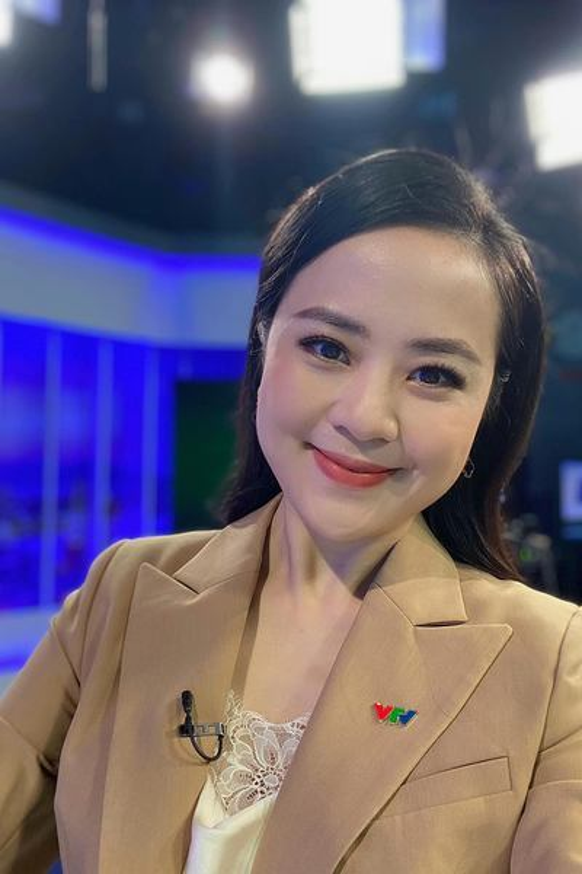 Nhan sac BTV Ngoc Bich vua len song Thoi su 19h VTV-Hinh-8