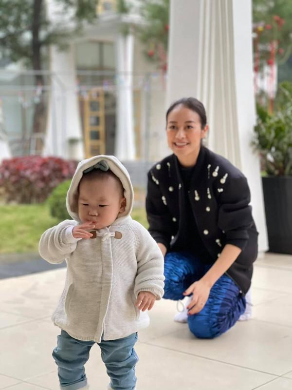 Chup anh cung Xuan Hinh, Chi Trung nhin ban gai dam duoi-Hinh-9