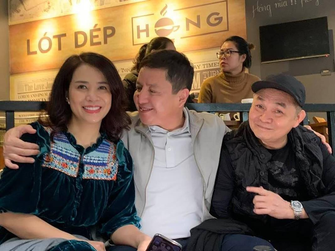 Chup anh cung Xuan Hinh, Chi Trung nhin ban gai dam duoi