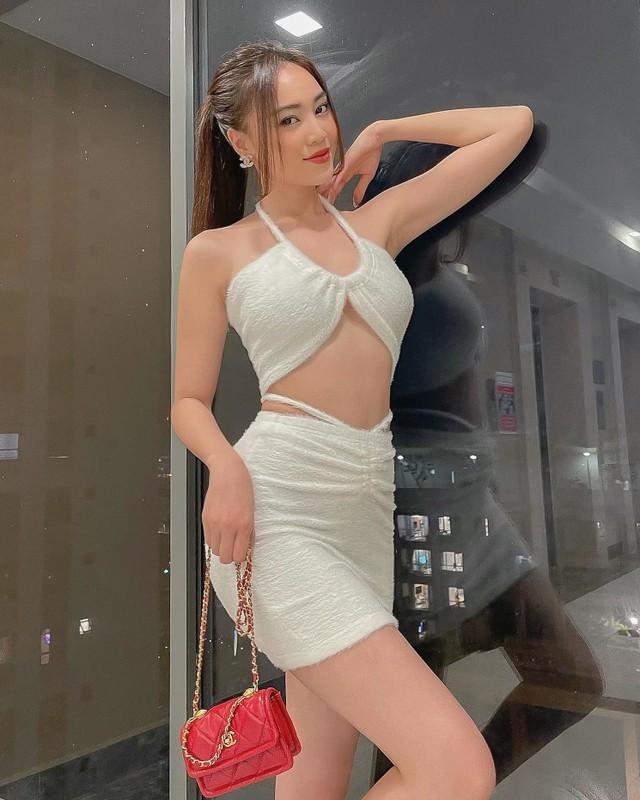 Nhan sac con gai 12 tuoi cao 1m59 cua Truong Ngoc Anh-Hinh-5
