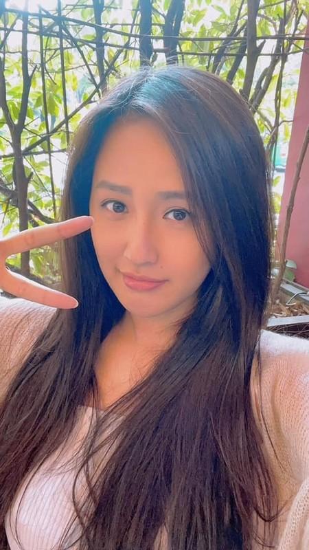 Chi Trung dien ao do hanh phuc ben ban gai kem 17 tuoi-Hinh-8