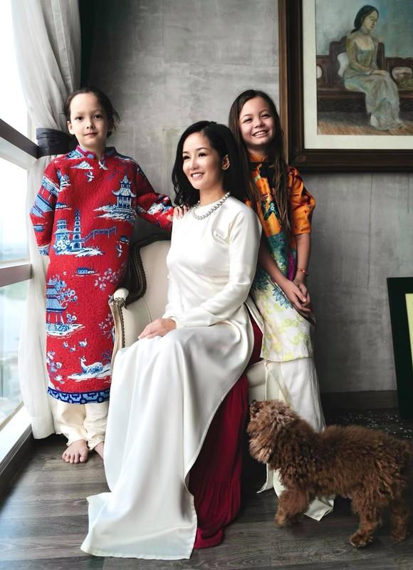 Chi Trung dien ao do hanh phuc ben ban gai kem 17 tuoi-Hinh-9