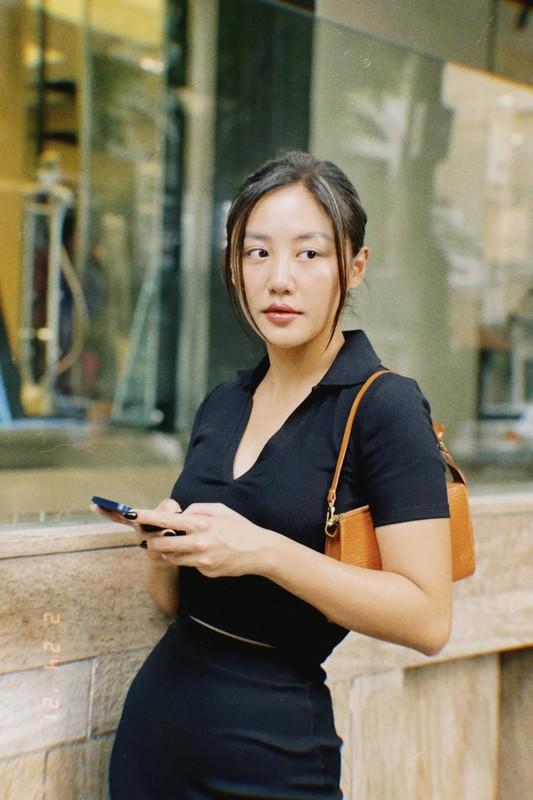Chi Trung va ban gai kem 17 tuoi an yen khi o que-Hinh-14