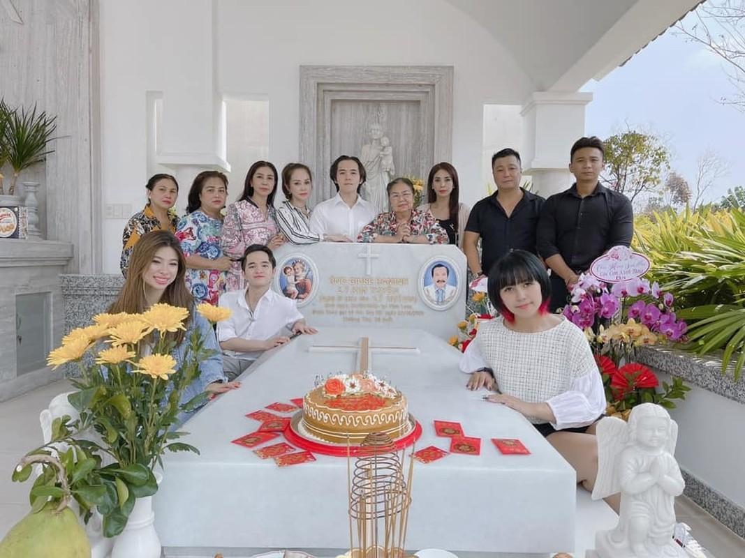 Chi Trung va ban gai kem 17 tuoi an yen khi o que-Hinh-5
