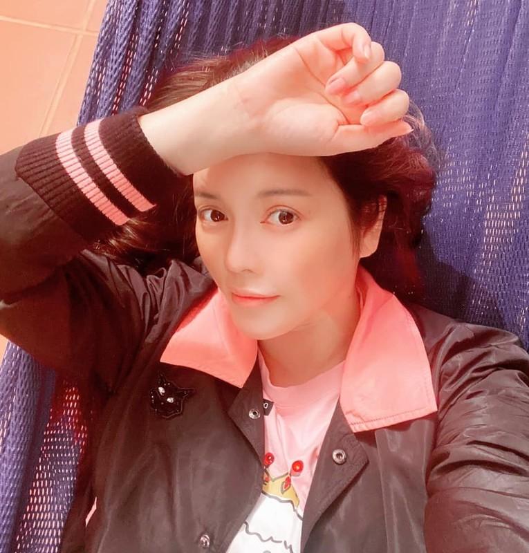 Chi Trung va ban gai kem 17 tuoi an yen khi o que-Hinh-8