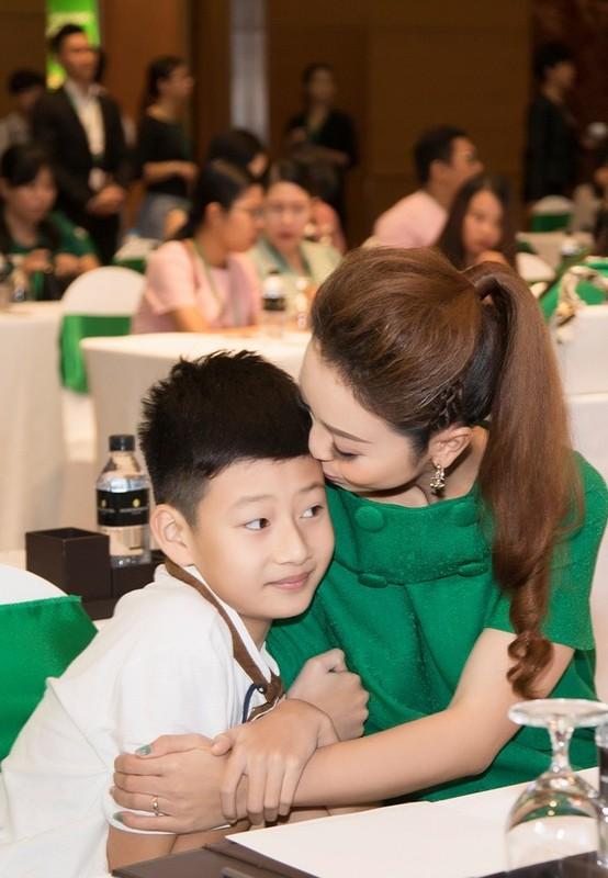 Con trai cua Quang Dung - Jennifer Pham cao 1m72, chung chac o tuoi 13-Hinh-13