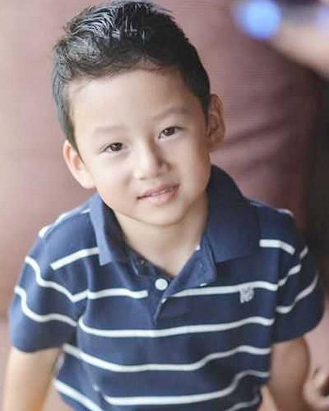 Con trai cua Quang Dung - Jennifer Pham cao 1m72, chung chac o tuoi 13-Hinh-2