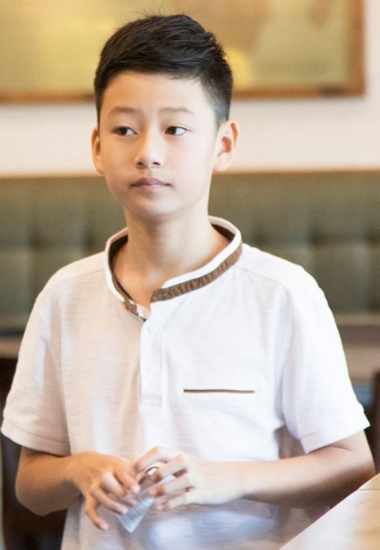 Con trai cua Quang Dung - Jennifer Pham cao 1m72, chung chac o tuoi 13-Hinh-5